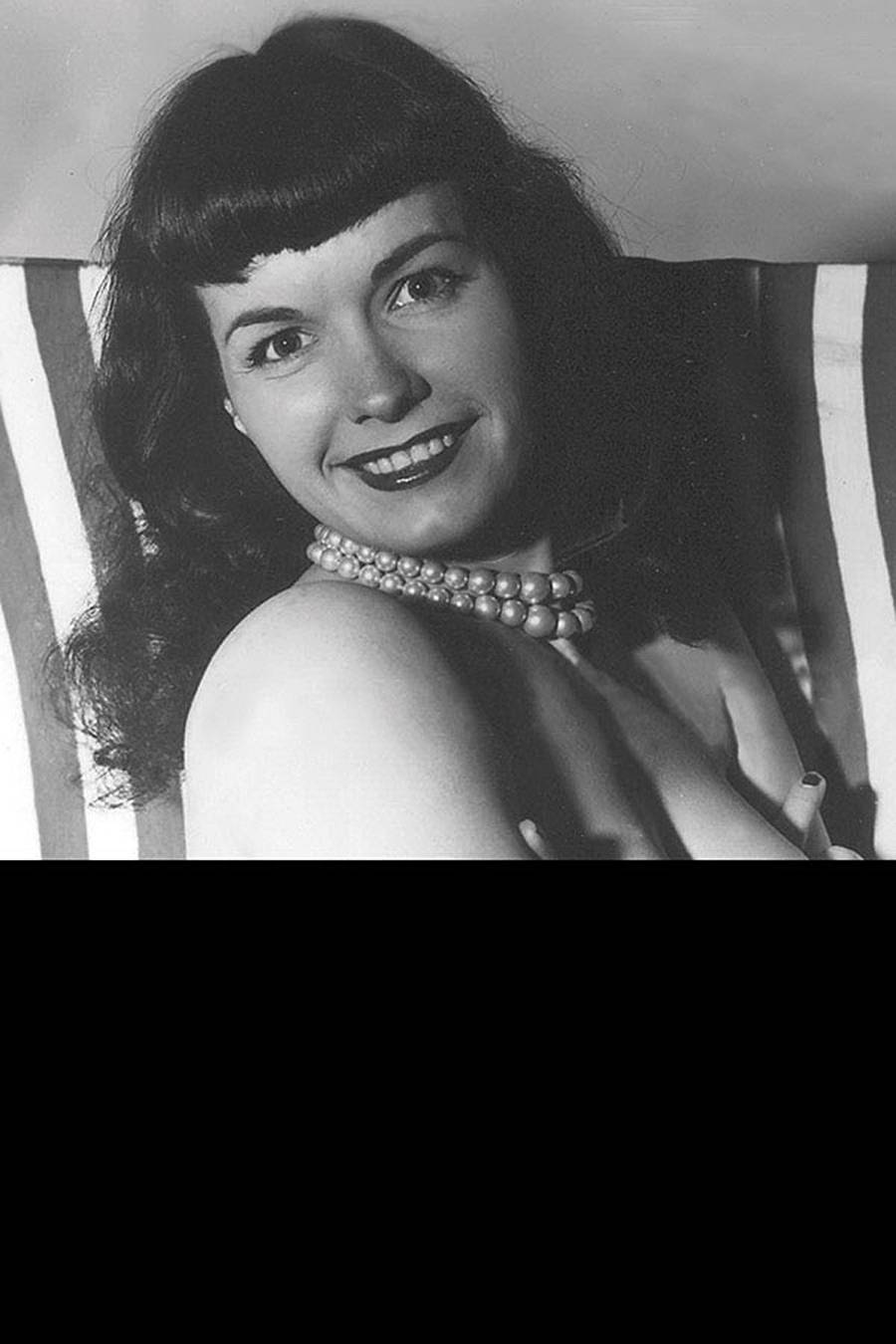 BETTIE PAGE BLACK BAG PHOTO VAR