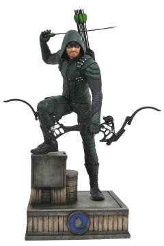 CW GALLERY GREEN ARROW PVC FIGURE